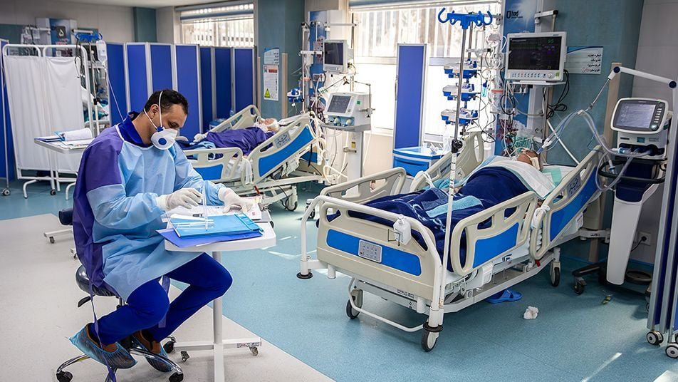 Doctors attending COVID patients